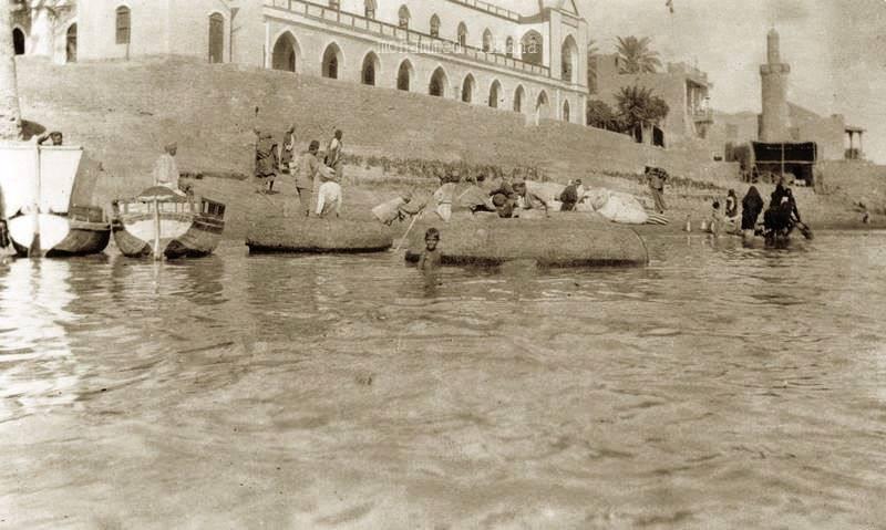 مستشفى غرباء الكرخ التي بنيت زمن العثمانيين عام 1872 ، ويجاورها جامع القمرية التراثي